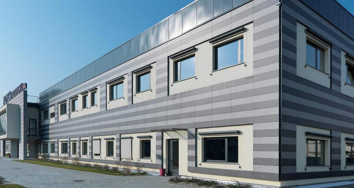 Farmaca International - doppelboden hinterlüftete Fassade