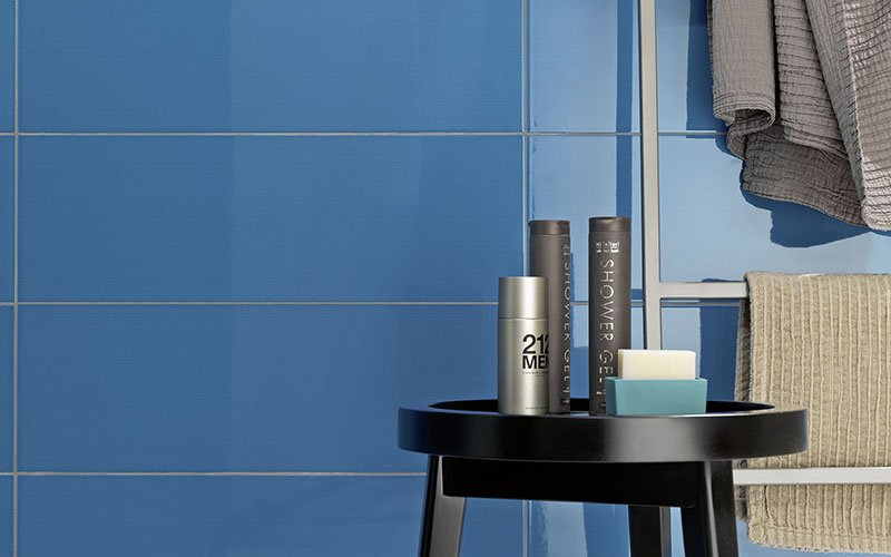 Colourline, glossy ceramic tiles and decoration: different solutions to design walls